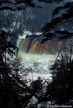 Tahquamenon-Falls-in-Winter